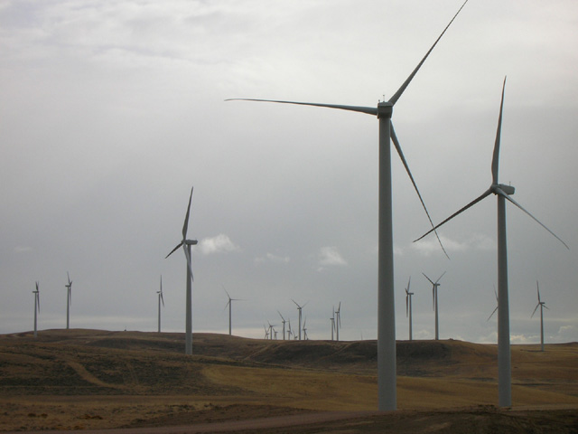 Electricity generating wind farm, State of Wyoming, USA