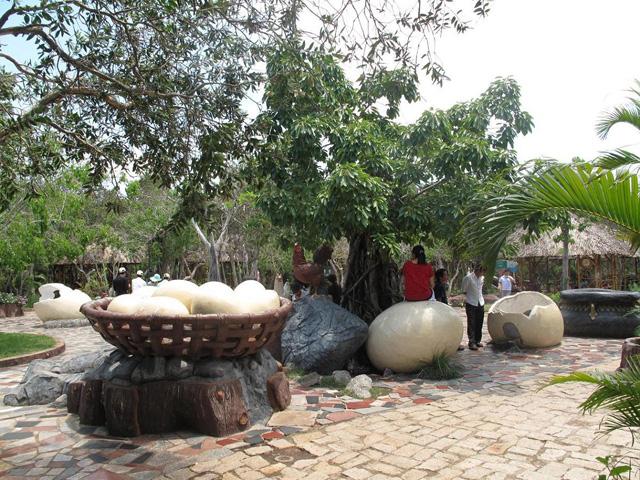 Egg-basket Yard, Binh Chau hot spring