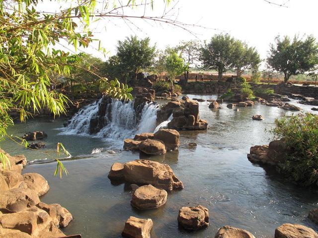 Chang-Nang Waterfall