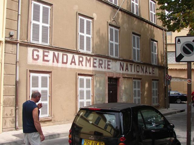 gendarmerie saint tropez france landolia un monde de photos. Black Bedroom Furniture Sets. Home Design Ideas