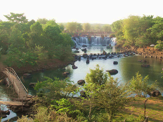 Giang Dien waterfall