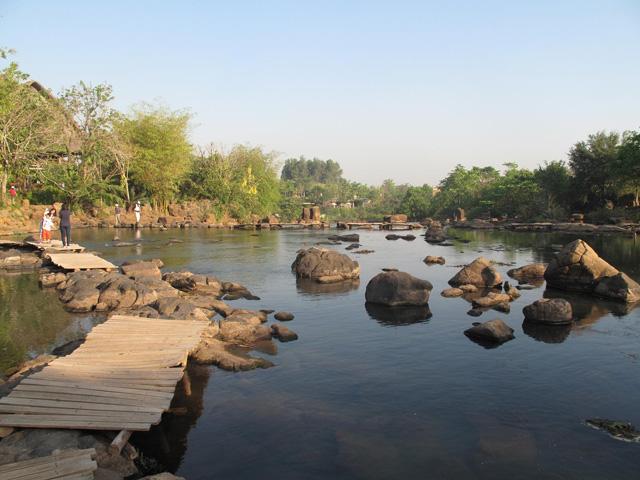 Rock rapids, Giang Dien Waterfall