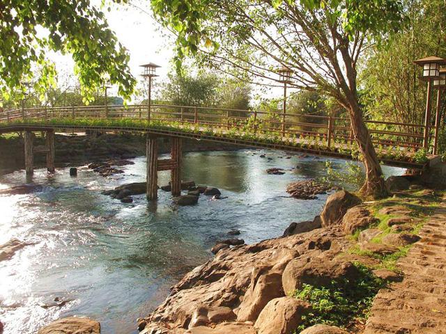 Bridge, Goang dien waterfall