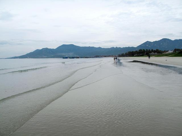 Hon Khoi beach