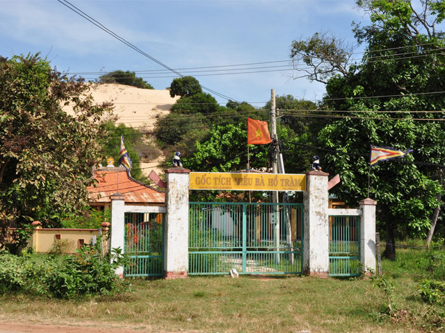 Gate, Mieu Ba Ho Tram