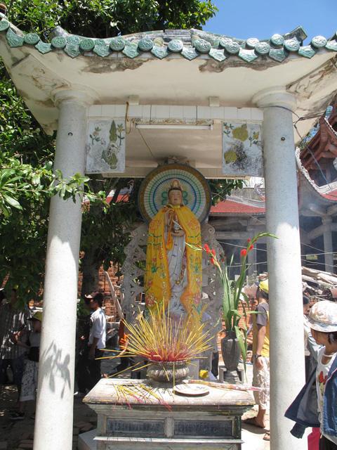Phat Ba Quan Am statue