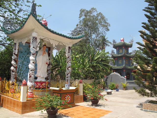 Statues, Thien Chon Pagoda