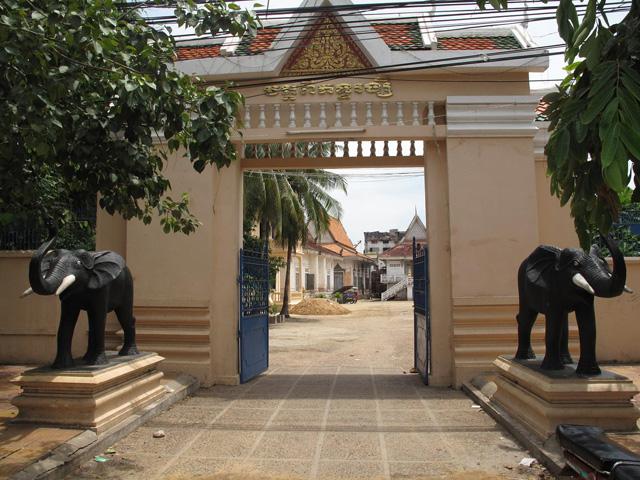 Wat Domdek