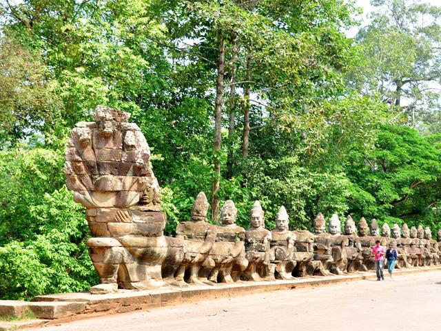 Devas and Asuras, Angkor Thom