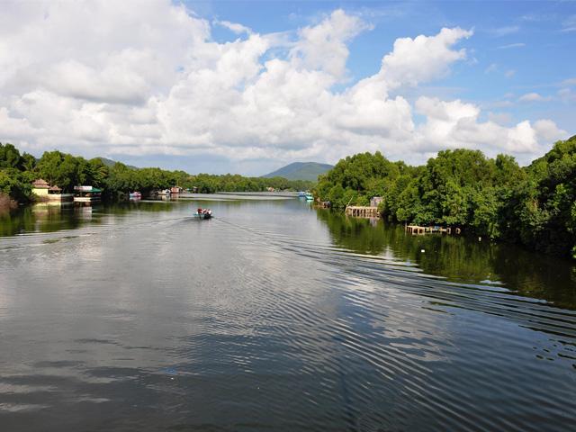 Duong Dong river