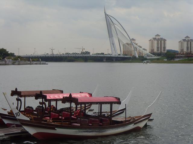Category Putrajaya Seri Wawasan Bridge