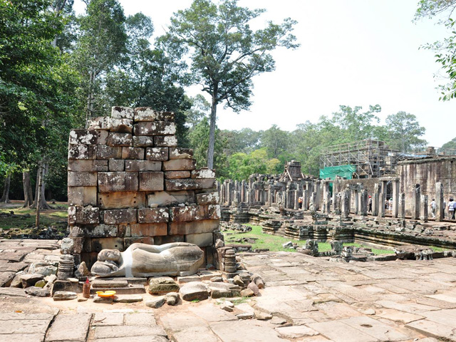 Statues, Bayon Temple