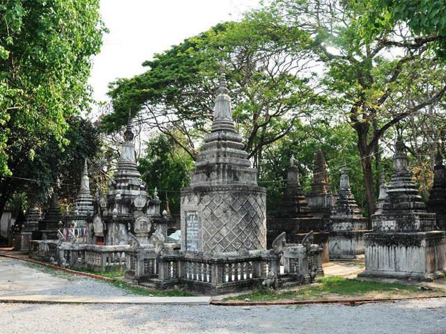 Stupas, Wat Angkor