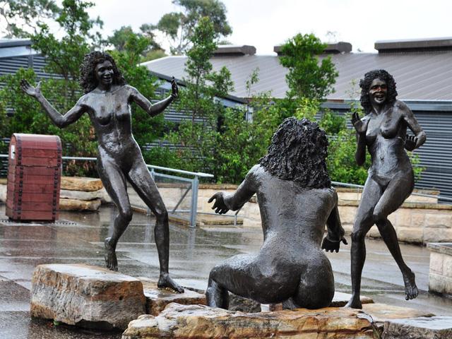 Three sisters statues