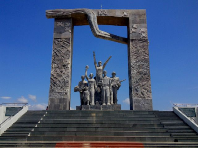 16 April Park Monument