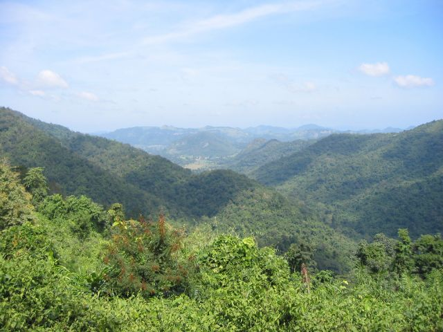Montagnes Dong Phaya Yen