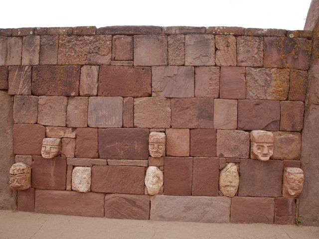 Têtes sculptées