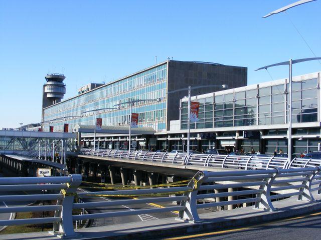 Aéroport international Pierre-Elliott-Trudeau de Montréal