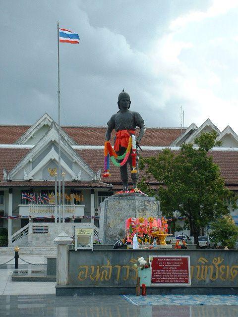 Phraya Phichai Dap Hak Monument