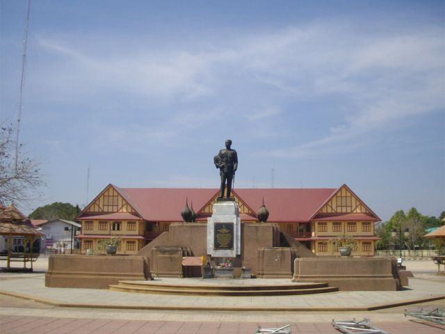 Rama V Statue