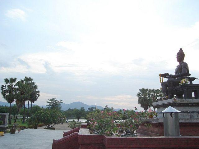 Ramkhamhaeng the Great statue