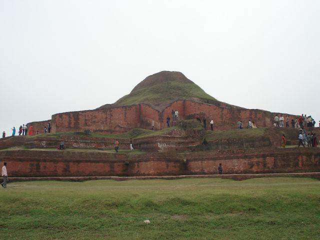 Ruines du Vihara bouddhique de Paharpur
