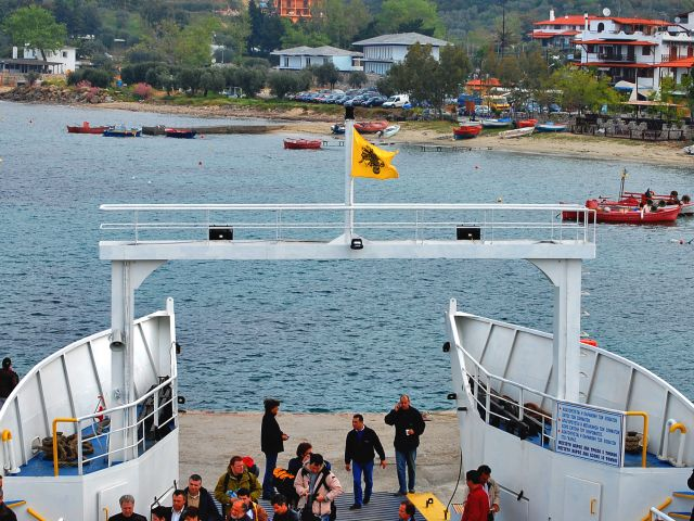 Ferry de Ouranoupoli à Dafni