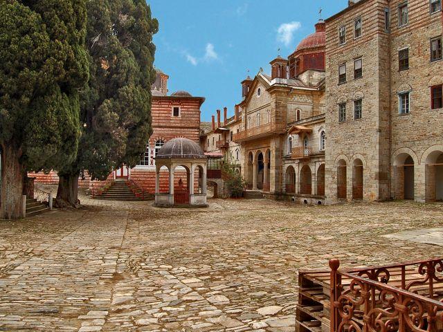 Cour principale du monastère de Zographou