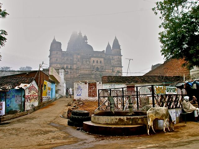Early morning mist falls on Orchha