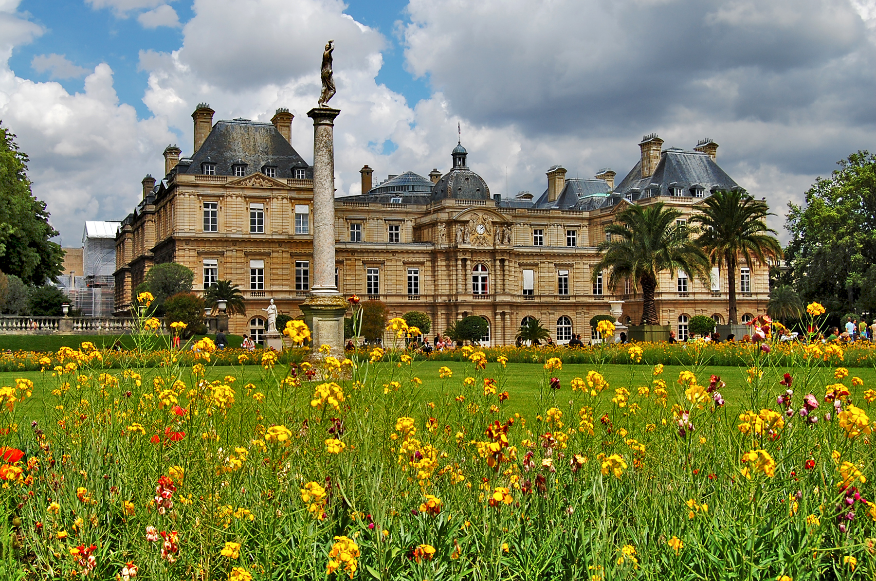 Luxembourg palace and gardens paris france landolia a for Jardin du luxembourg