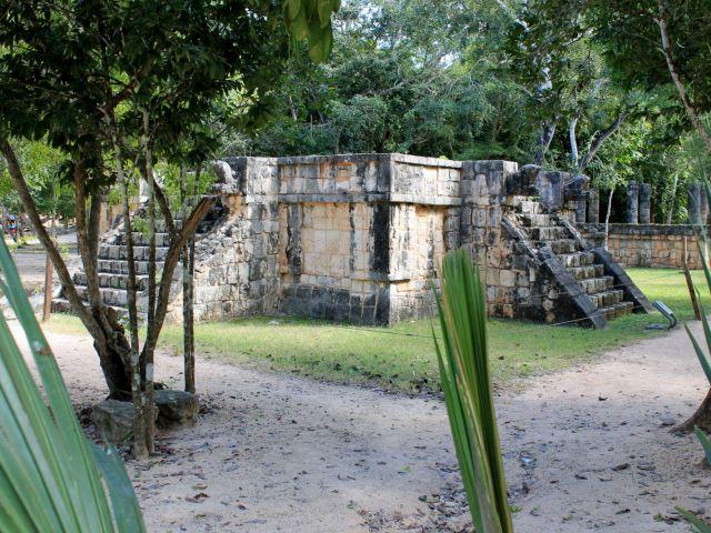Plate-forme à Chichén Itzá