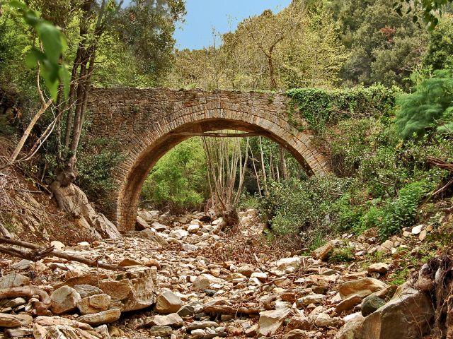 Pont en pierre au Mont Athos