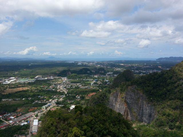 Vue de Krabi depuis le sommet du Tiger Cave Temple