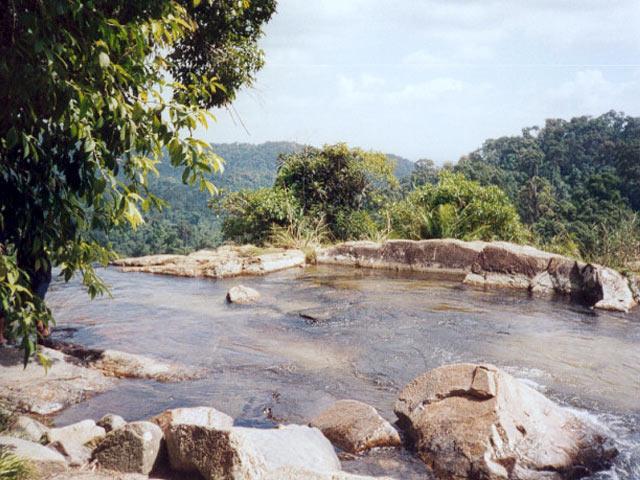 Cascade Ton Nga Chang
