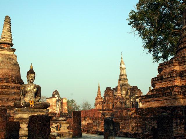 Buddhas and Chedis