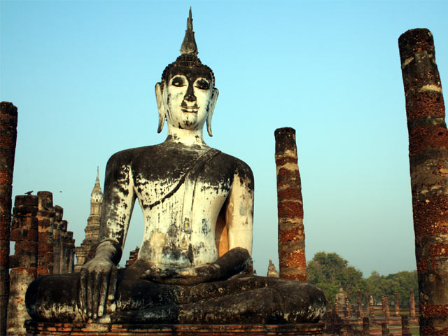 Sitted Buddha, Columns and Chedi
