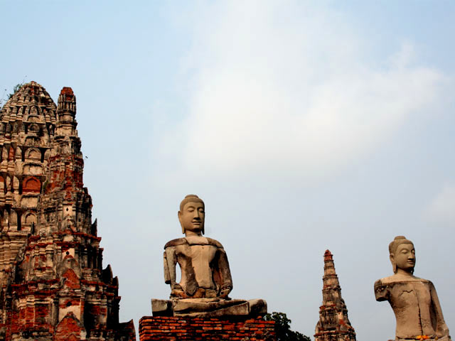 Sitted Buddhas and Chedis