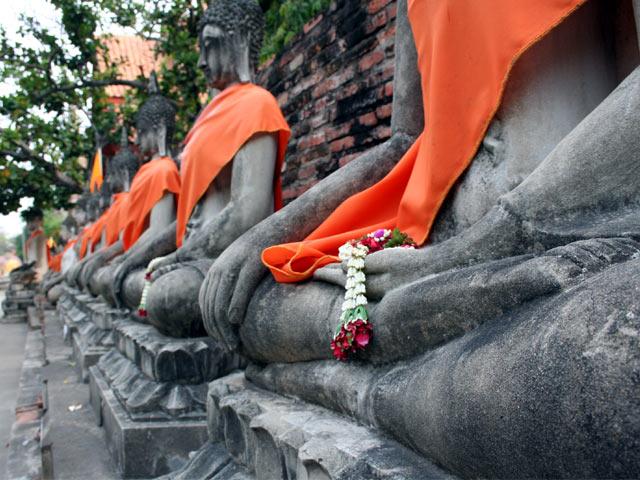 Orange scarf statues alignment