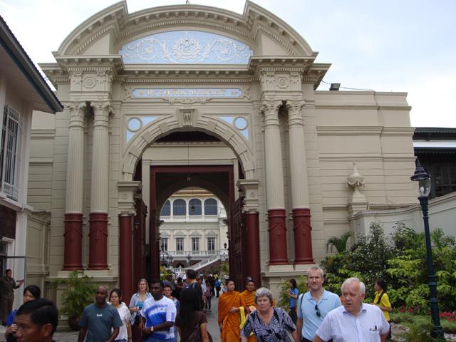 Phimanchaisri Gate