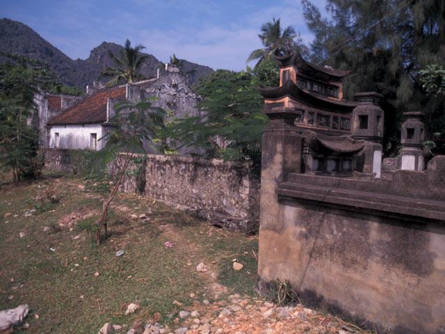 Hoa Binh temple